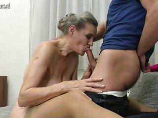 Guardano video porno gratis anali come l'insegnante scopa in anale.