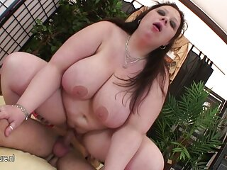 Il ragazzo video porno penetrazione anale lecca il culo di un sexy buco del culo nero e lo dà alla bocca